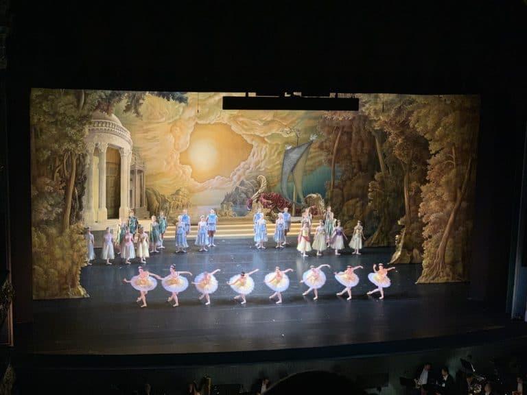 Danseuses ballet scene theatre mariinsky saint petersbourg russie