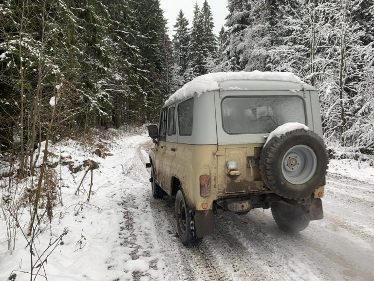 Jeep UAZ 469 arriere russe 4x4 neige saint petersbourg russie seminaire immersif international