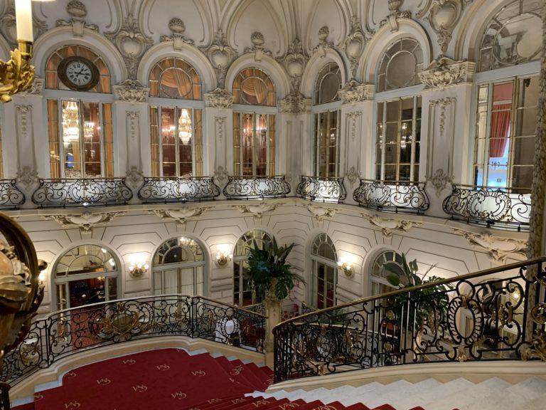 Le grand escalier du Casino de Madrid Espagne