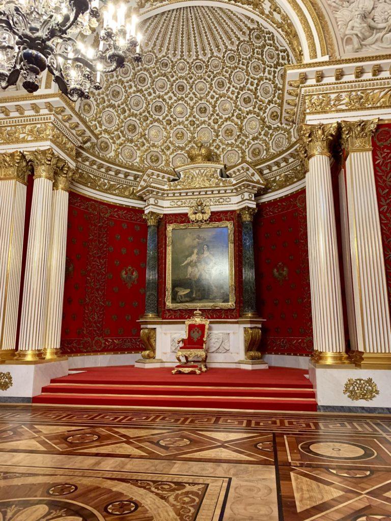 Petite salle du trone palais d'hiver musee de l'ermitage chasse de lieux saint petersbourg russie