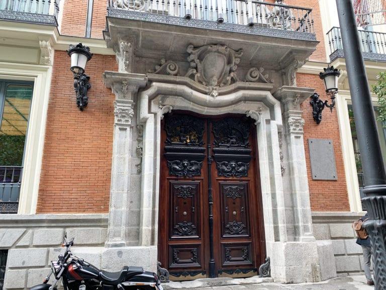 Porte-massive-du-Palacio-Santona-Madrid-Espagne