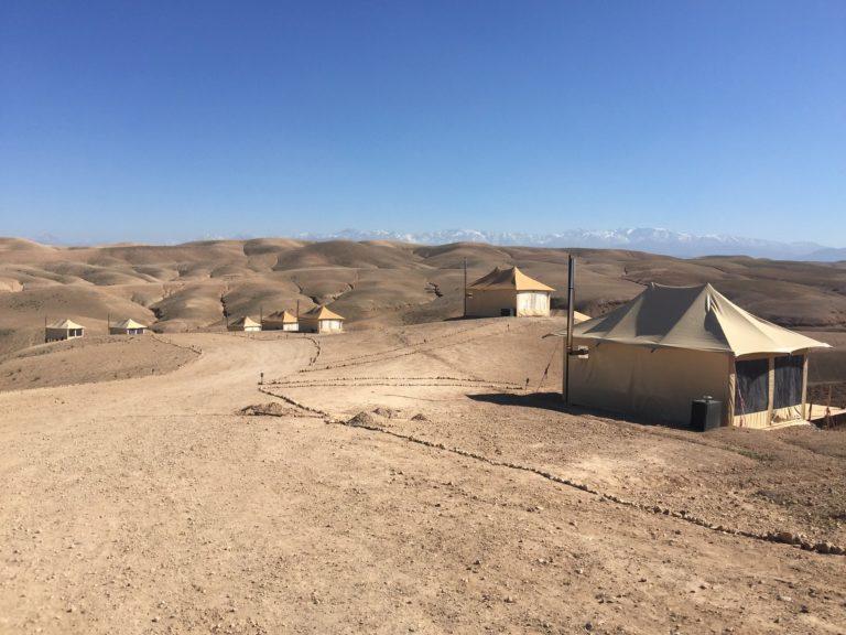 agafay desert luxury camp marrakech maroc vue spectaculaire