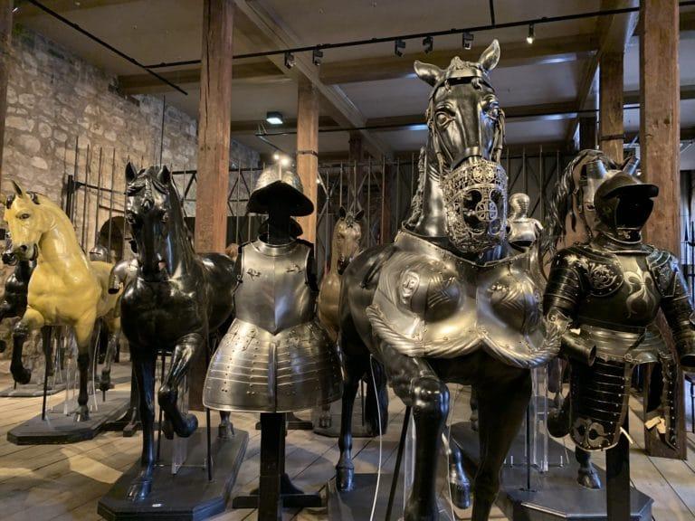 armures exposées dans la tour blanche tour de londres royaume uni