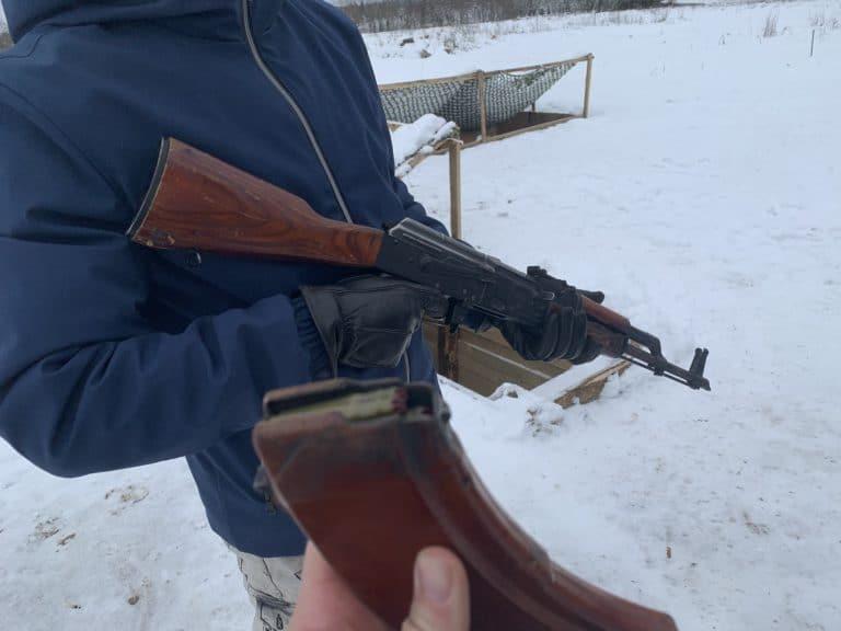 balle a blanc chargeur kalashnikov neige saint petersbourg russie