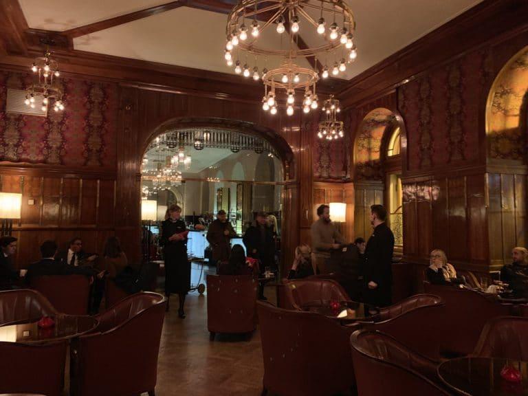 bar hotel belmond boiseries reperage saint petersbourg russie