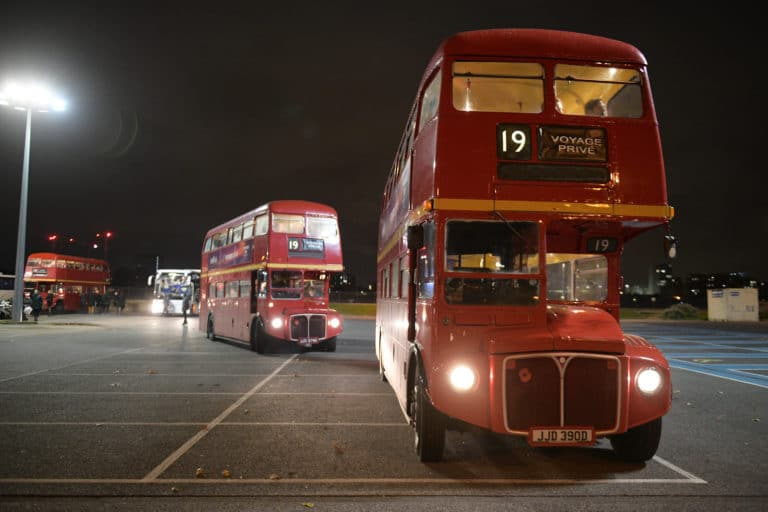 bus-anglais-privatises-londres-route-master-hire-red-double-decker-london-corporate-events-night-uk