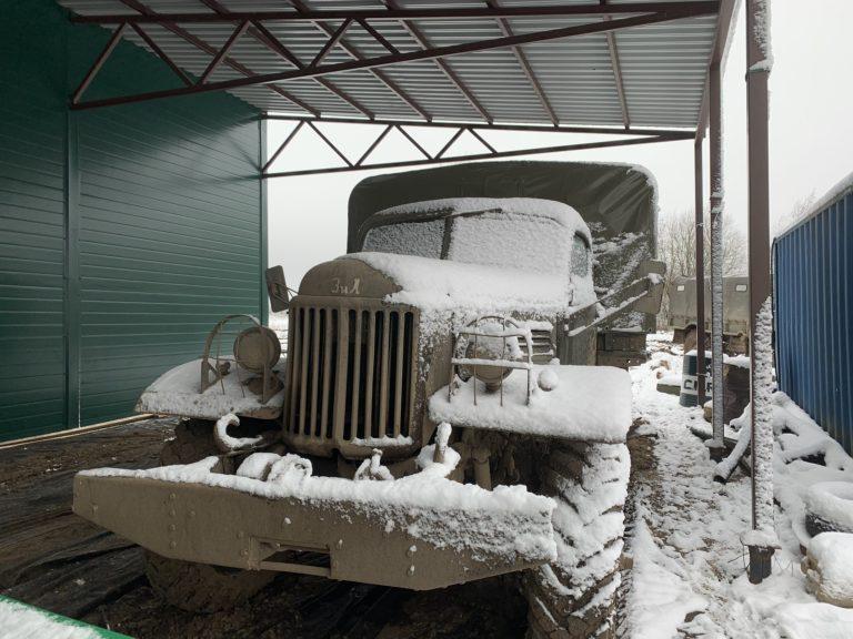 camion russe ZIL-157 enneigé cadran tank tour saint petersbourg russie