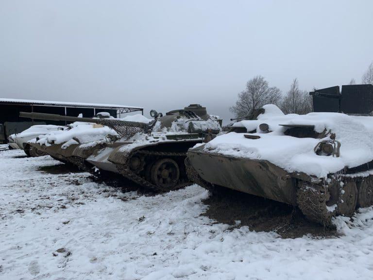 collection de blindés enneigés tank tour saint peterbourg russie