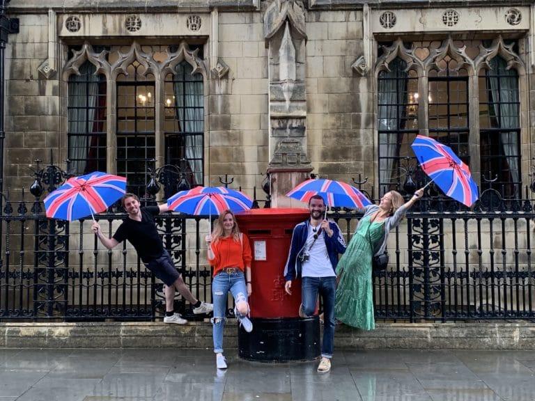 equipe WATO a londres parapluie union jack fun foulques jubert hyomi legendre louis marie rohr