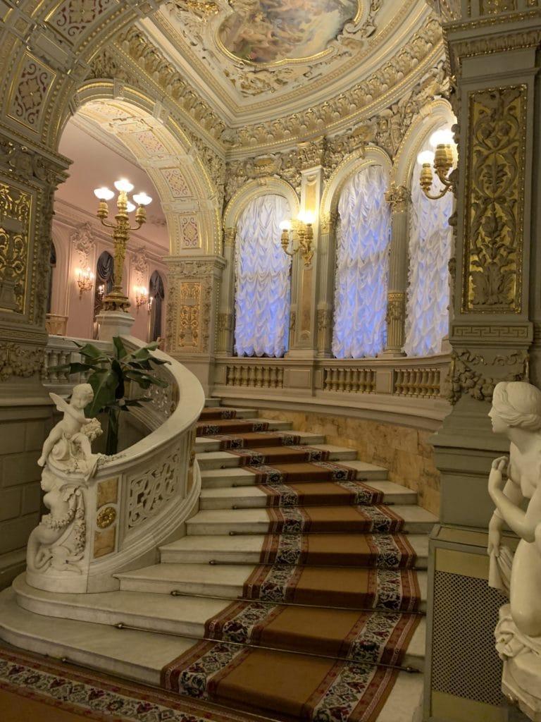 escalier palais du prince vladimir maison des scientifiques chasse de lieux saint petersbourg russie