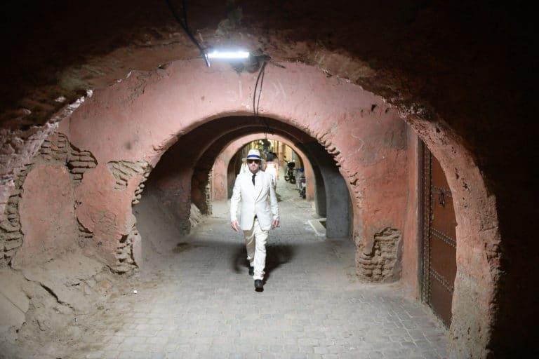 foulques jubert costume blanc medina de marrakech maroc