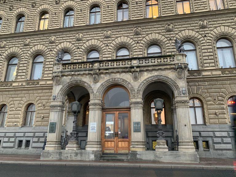 fronton du palais du prince vladimir maison des scientifiques saint petersbourg russie
