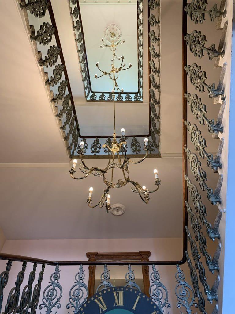 grandhotel giessbach cage escalier lustre brienz suisse