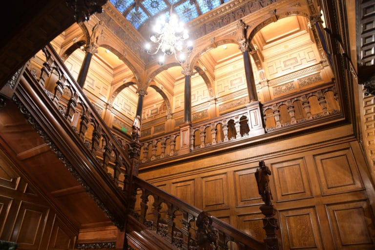 hotel particulier spectaculaire a londres evenementiel atypique two temple place london great stairs wooden