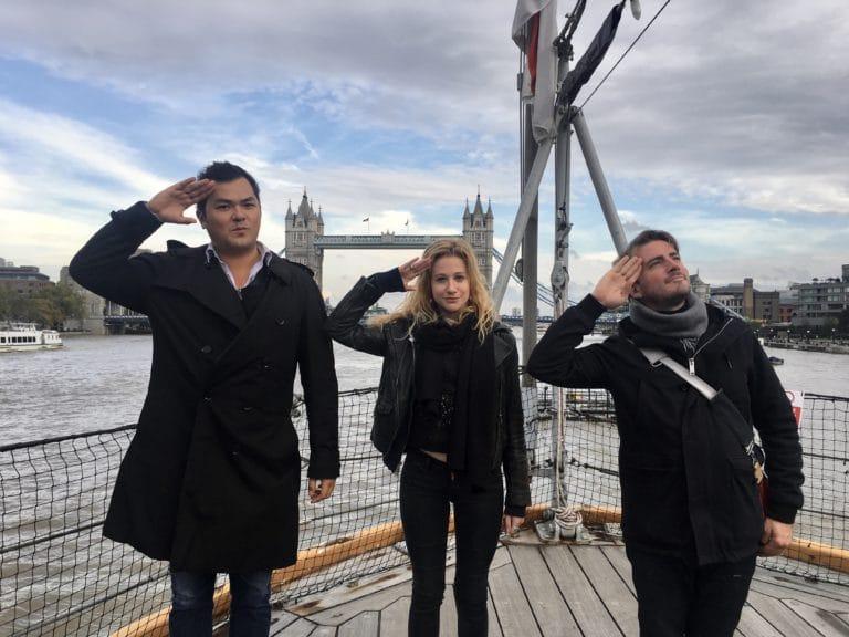 hyomi legendre adrien roland foulques jubert équipe wato a londres sur le pont du HMS