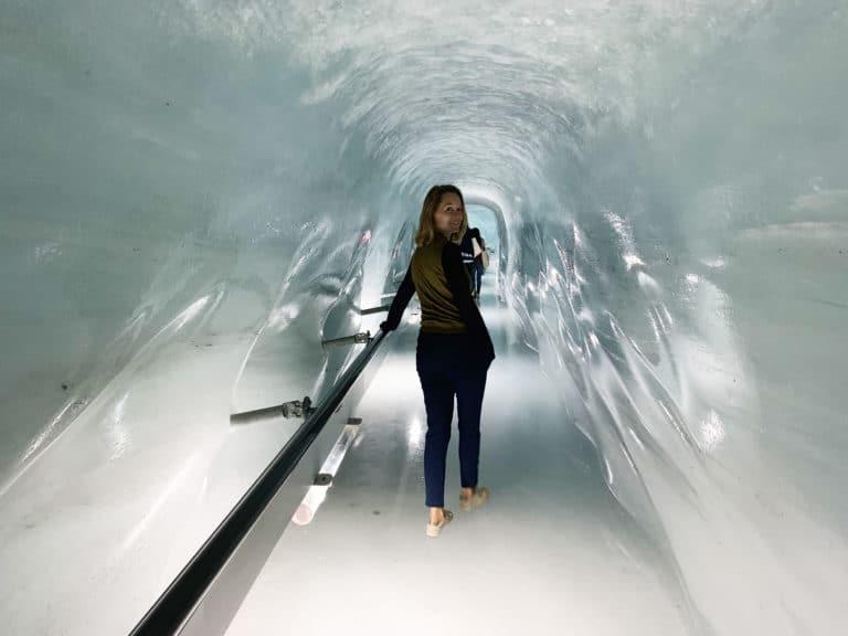 iris de rode jungfraujoch-ice-palace-ice-cave-suisse