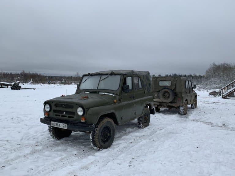 jeep UAZ 469 kaki neige tank tour reperage saint petersbourg russie