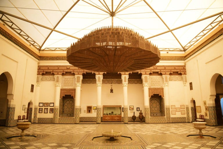 musee-de-marrakech-lustre-geant-patio-maroc