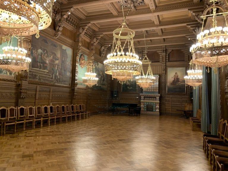 oak hall palais du prince vladimir maison des scientifiques lustres boiseries saint petersbourg russie chasse de lieux