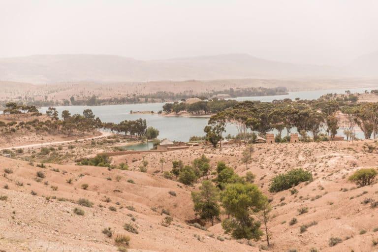 oasis lac lalla takerkoust desert agafay marrakech maroc