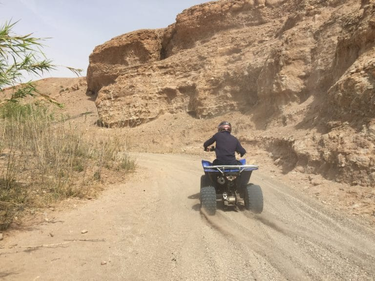 quad canyon desert agafay marrakech maroc