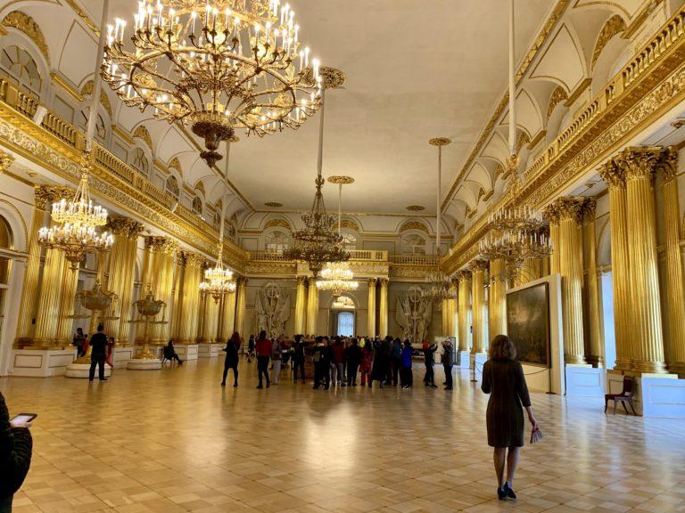 salle de bal palais ermitage chasse de lieux saint petersbourg russie