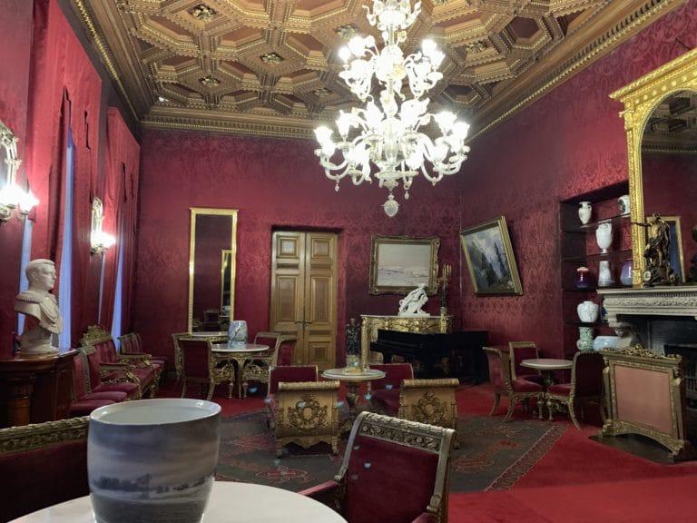 salon framboise palais du prince vladimir maison des scientifiques chasse de lieux saint petersbourg russie