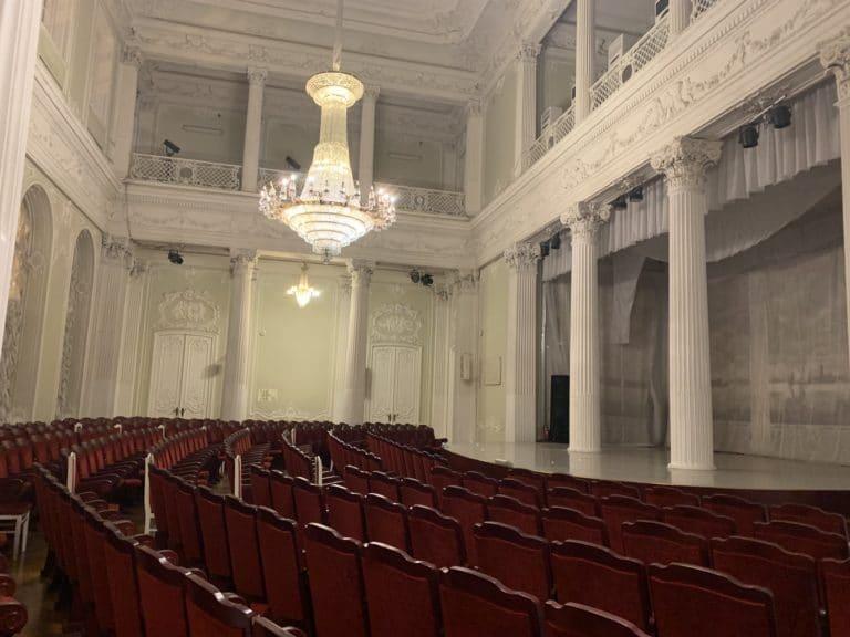 scene palais nicolaevski saint petersbourg lustre colonne reperage agence WATO international