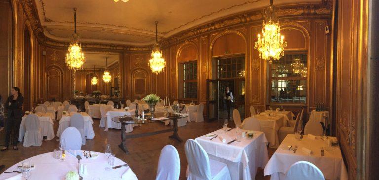 schloss hotel berlin salle de reception lustres boiseries scouting