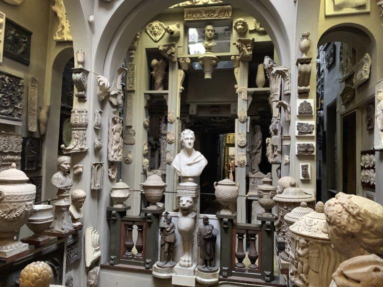 sir john soane museum statues room london cabinet de curiosite londres uk
