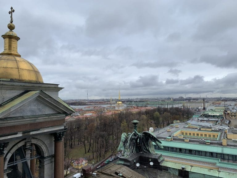 toit de la cathedrale saint isaac vue horizon saint petersbourg russie