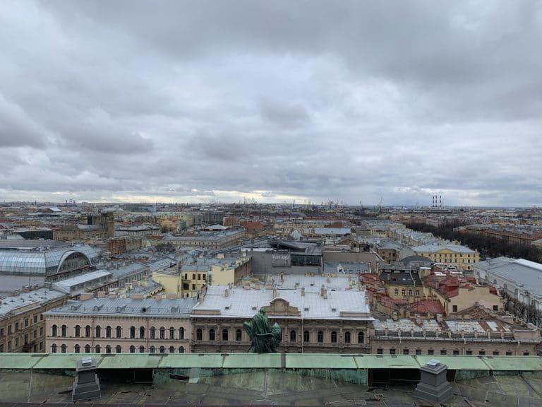 vue rooftop cathedrale saint isaac saint petersbourg russie reperage