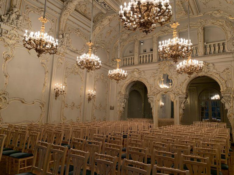 white hall palais du prince vladimir maison des scientifiques chasse de lieux saint petersbourg russie reperage
