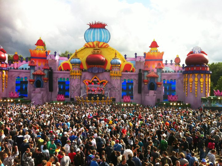 Castle stage by day tomorrowland 2011 world party tour