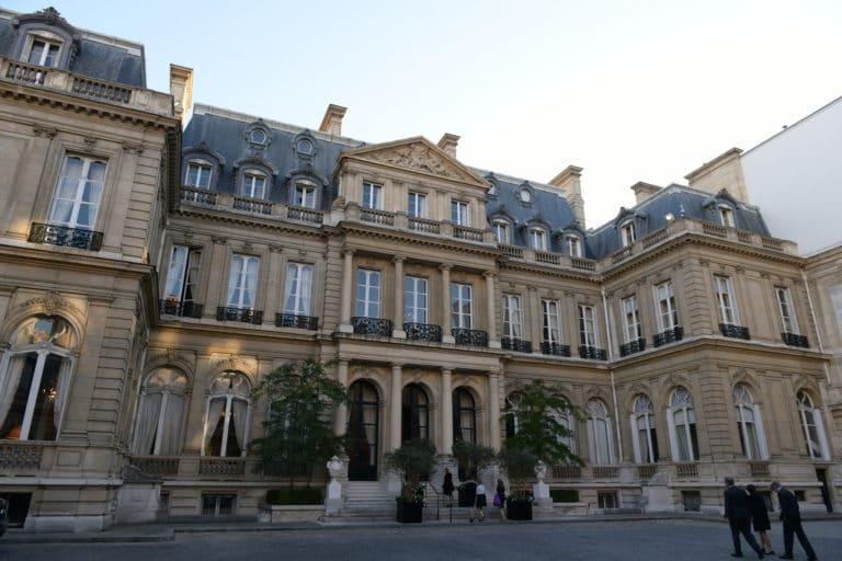 facade cote cour de l hotel de pontalba residence de l ambassadeur des etats unis en France agence wato evenementiel we are the oracle