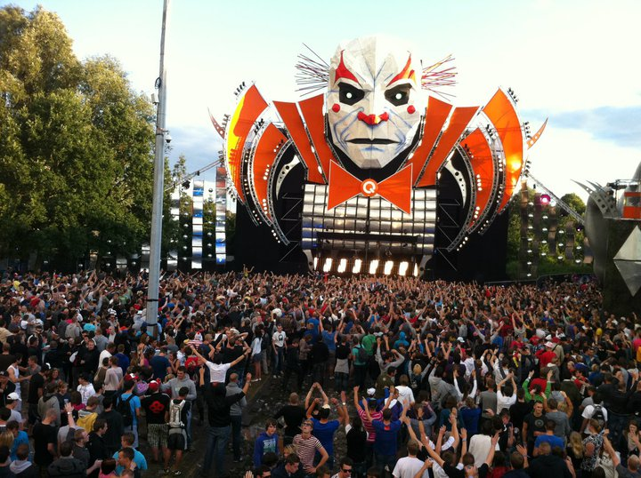 Q dance stage tomorrowland 2011 world party tour