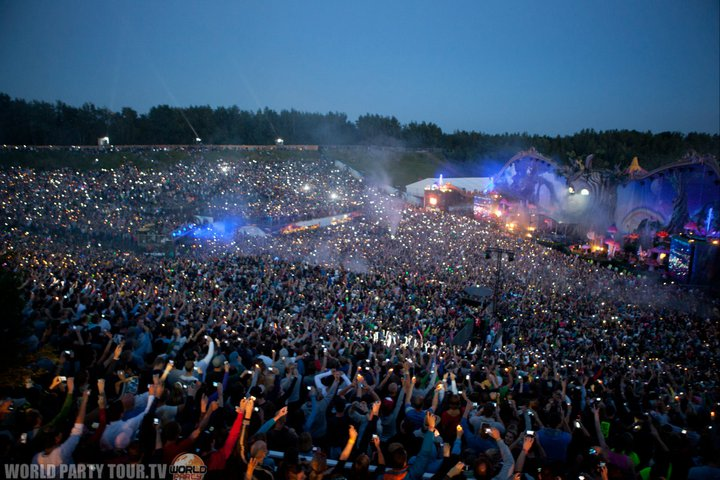 Tomorrowland 2011 main stage at night world party tour