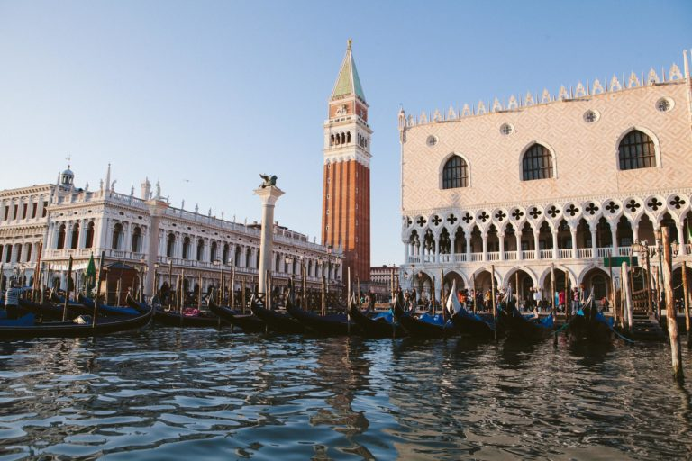 campanile palais des doges colonnes vue depuis la lagune venise