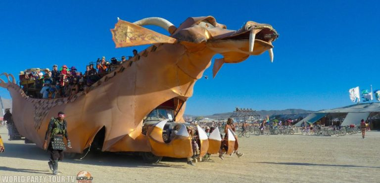 char en forme de dragon burning man 2011 world party tour
