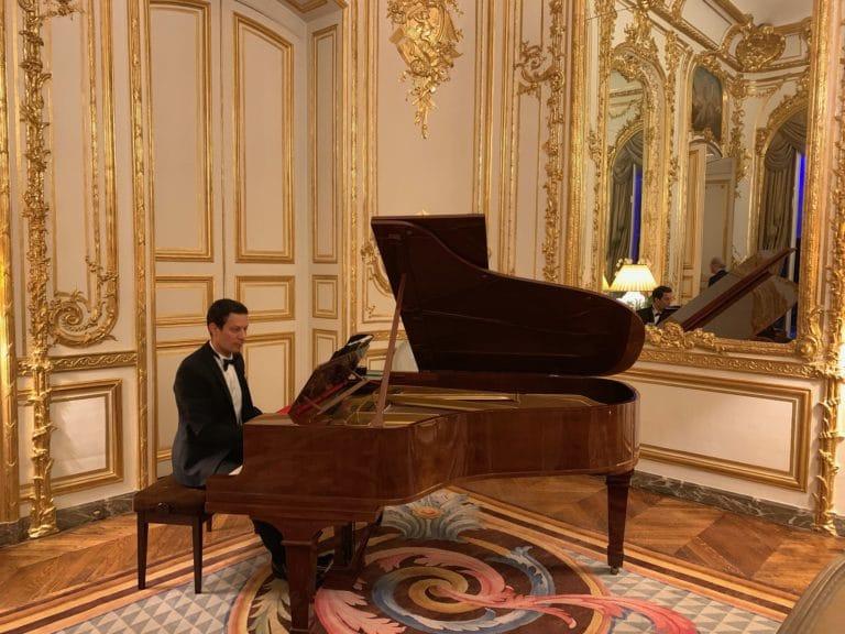 concert prive de Mattias Mimoun piano a queue salon privé paris hotel de pontalba residence de l ambassadeur des etats unis en france agence wato evenementiel we are the oracle