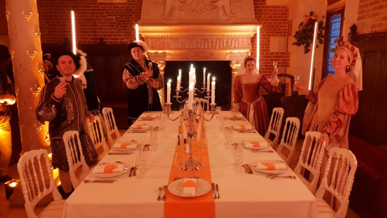 diner leboncoin wato we are the oracle evenementiel soiree tours chateau amboise table foulques jubert iris de rode hyomi legendre cheminee