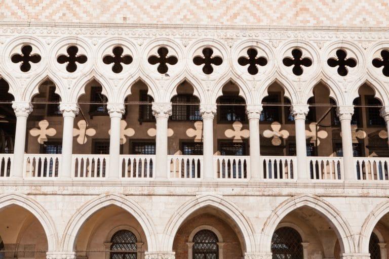 facade palais des doges venise colonnes et arches