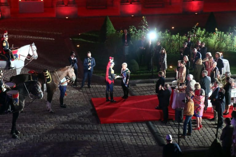 garde republicaine tambours chevaux hotel de soubises particulier paris usa cours honneur diner cent personnes seminaire agence wato evenementiel