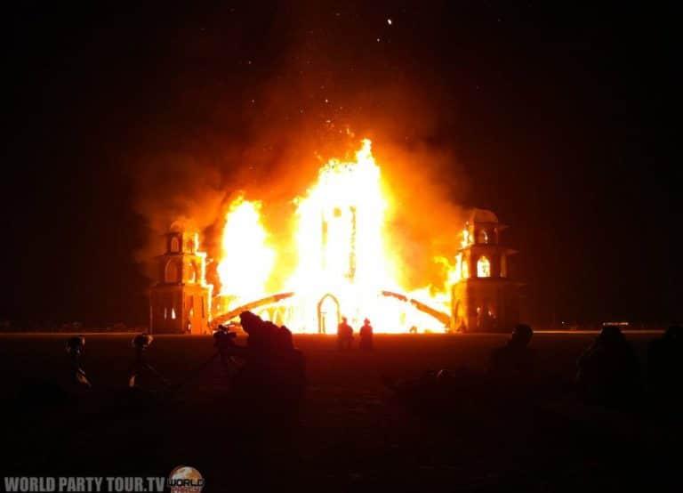 incendie du temple burning man 2011 world party tour