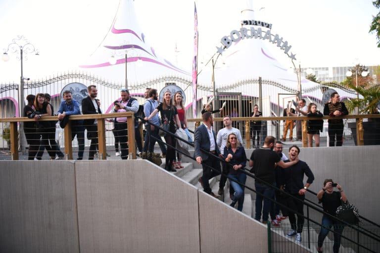 leboncoin-circus-cirque-bormann-wato-we-are-the-oracle-paris-invités-escaliers.jpg