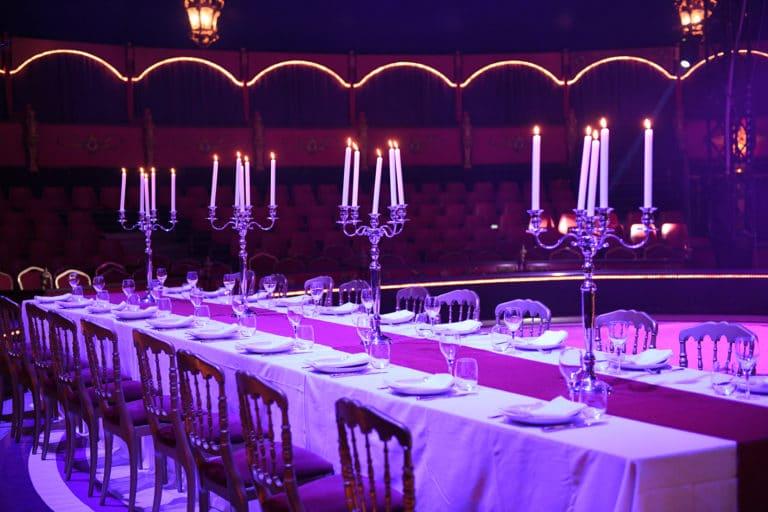 leboncoin-circus-cirque-bormann-wato-we-are-the-oracle-paris-table-diner-chandelier-piste.jpg