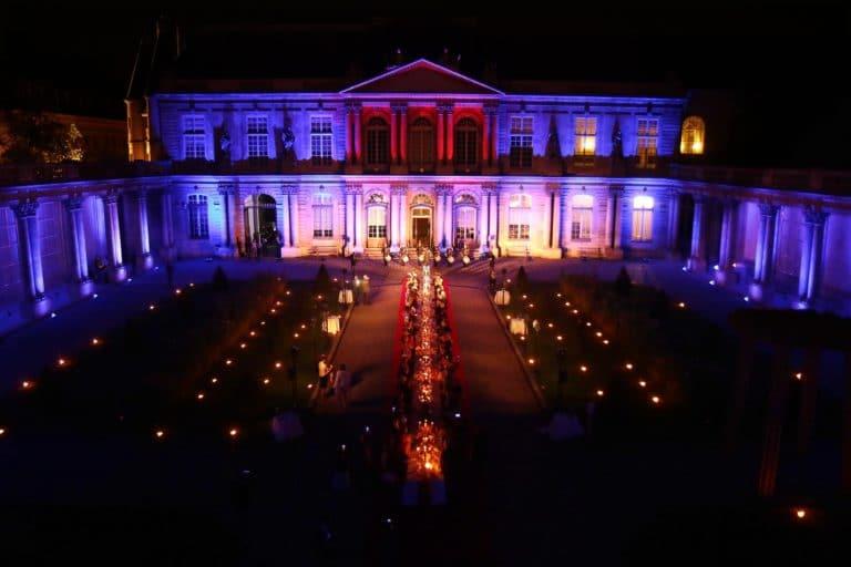 Un diner spectaculaire dans la cour d honneur de l hotel de Soubise Archives Nationales a Paris Agence WATO evenementiel Paris