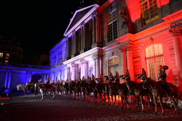 Garde Republicaine fanfare a cheval evenementiel hotel de soubise archives nationales paris cour honneur diner agence WATO evenementiel