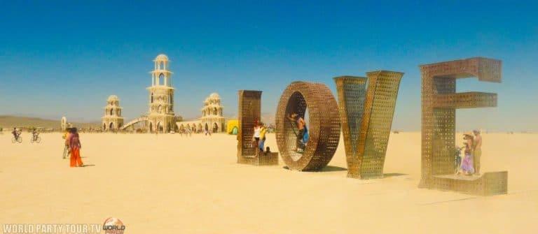 temple et love geant burning man 2011 world party tour