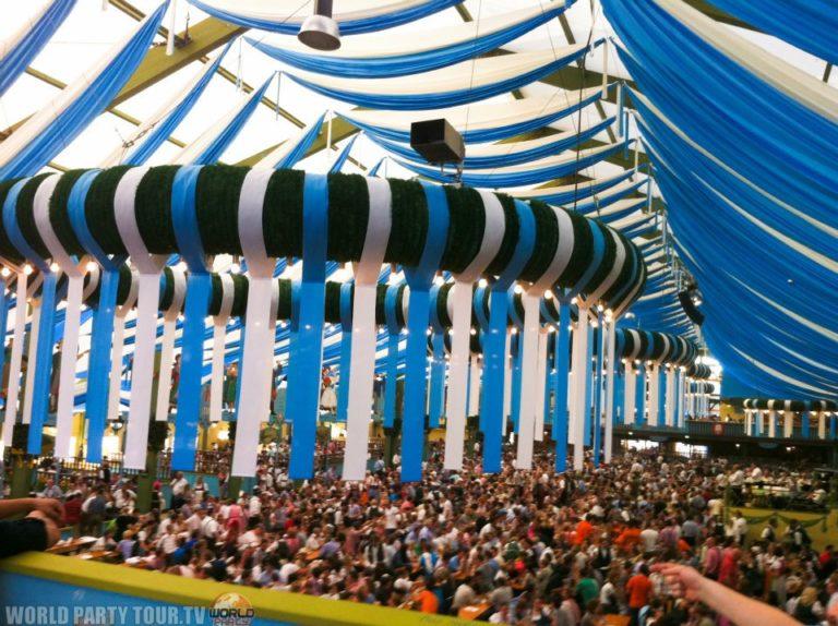 tente bleue et blanche okterbest munich 2011 world party tour